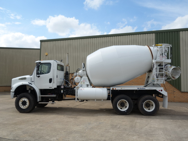 Was sold Freightliner 6x6 concrete mixer truck продано